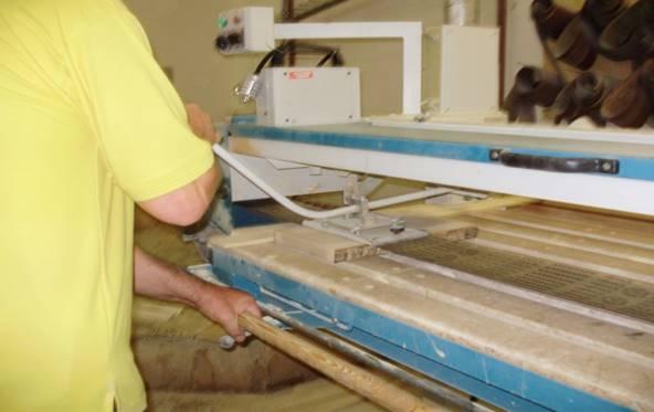 Umístění měřící aparatury na separaci frakcí na pásové brusce