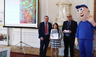 Ceny předával Stanislav Malý, ředitel Výzkumného ústavu bezpečnosti práce, v. v. i., a Jiří Vaňásek, náměstek pro řízení sekce zaměstnanosti a nepojistných sociálních dávek z MPSV