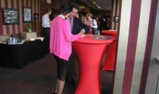 Účastníci mohli diskutovat v rámci přednášek i v předsálí.