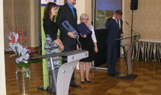 Předávání cen v soutěži Podnik podporující zdraví (ceny předávaly Eva Gottvaldová a ředitelka Státního zdravotního ústavu Jitka Sosnovcová - zleva)