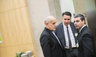 RNDr. Stanislav Malý, Ph.D., ředitel VÚBP, v. v. i., PhDr. David Michalík Ph.D., vědecký tajemník VÚBP, v. v. i., a Ing. Petr Mráz z MPSV (zleva)