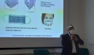Ing. Jiří Tilhon, Ph.D, vedoucí oddělení zkušebnictví a certifikace, vysvětluje rozdíl mezi OOP a zdravotnickými prostředky